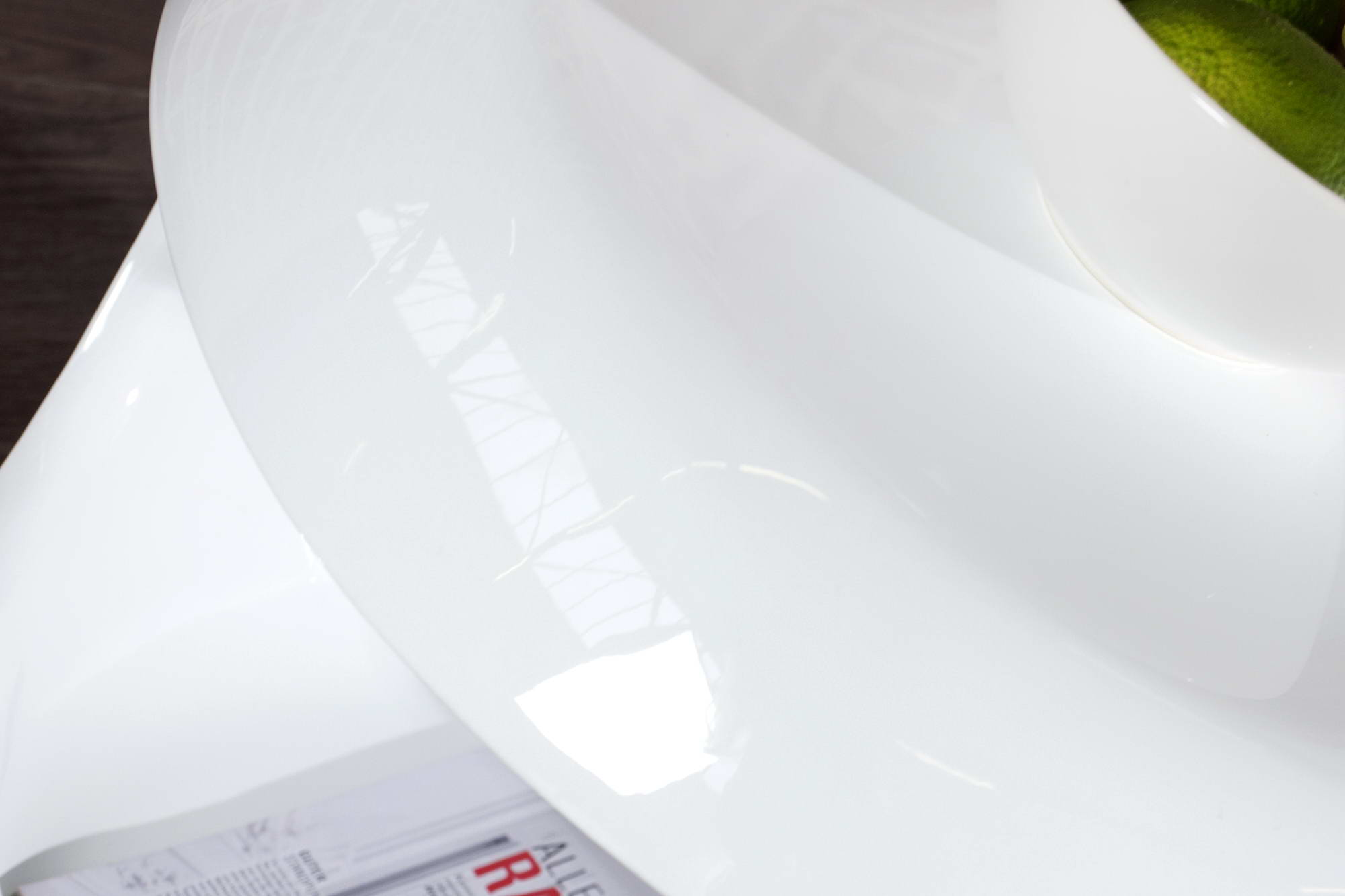 Konferenční stolek Twist White S
