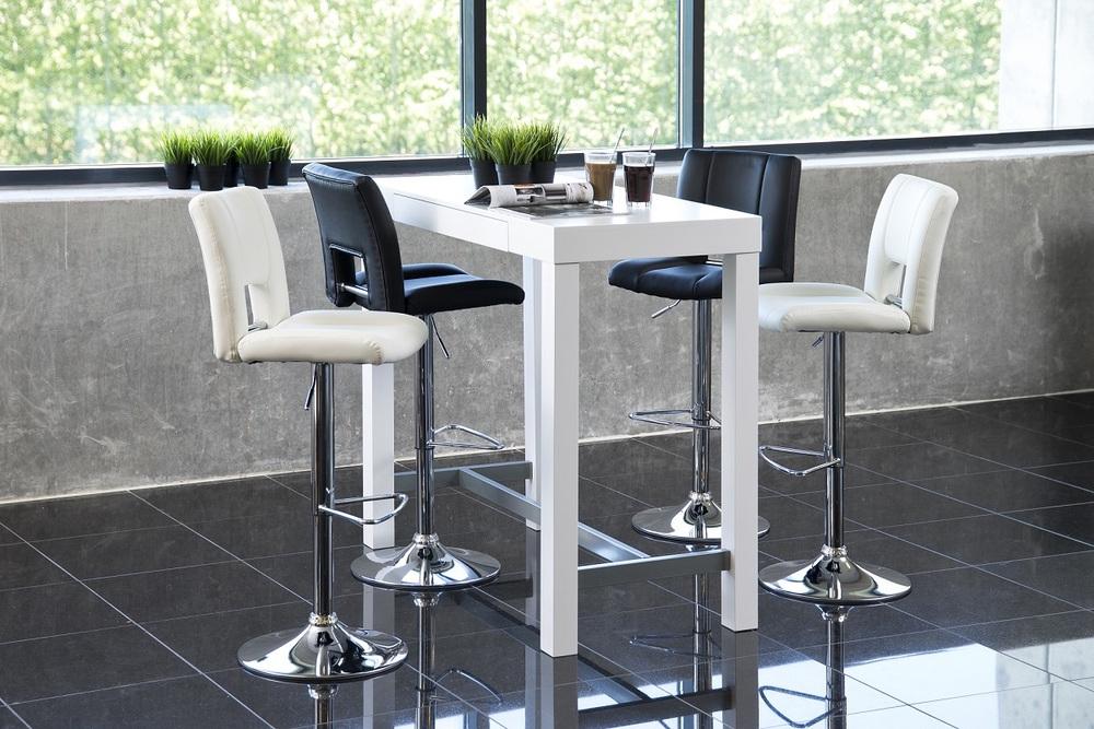Designová barová stolička Almonzo bílá / chromová