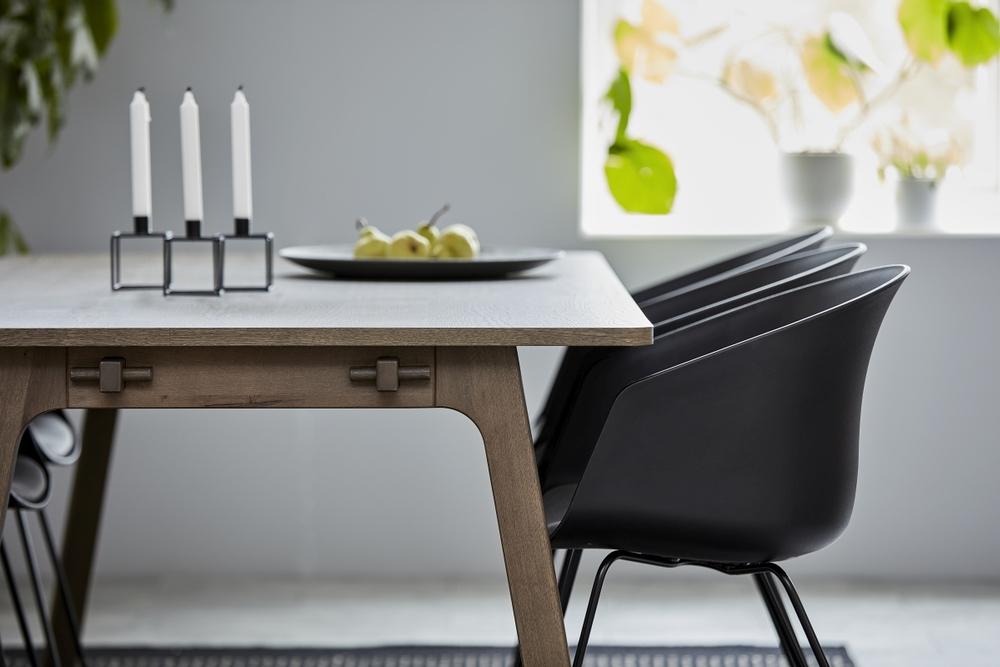 Jídelní stůl Nailah 200 cm dub kouřový