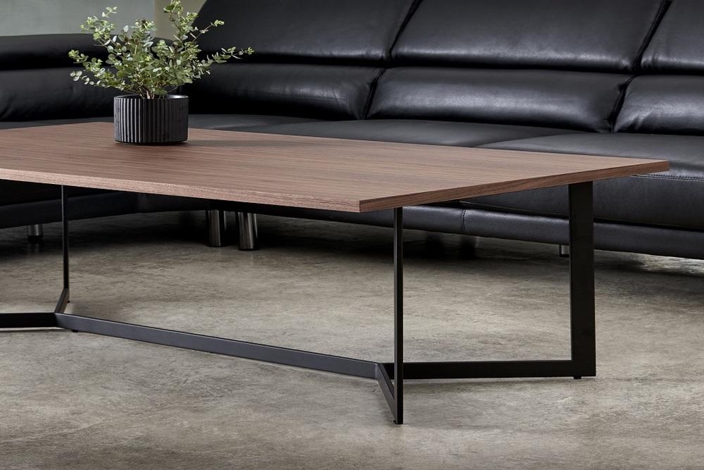 Konfereční stolek Aage, vlašský ořech