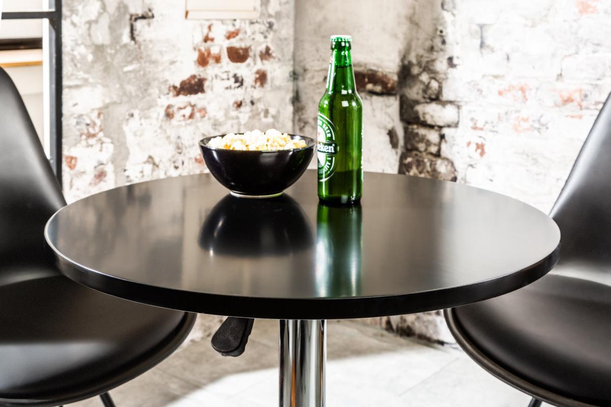 Designový barový stůl Motion černý - Skladem na SK (SB)